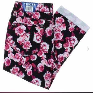 Vigoss  Capri nwt Floral pants